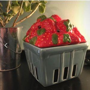 NIB Scentsy Strawberry Basket Warmer